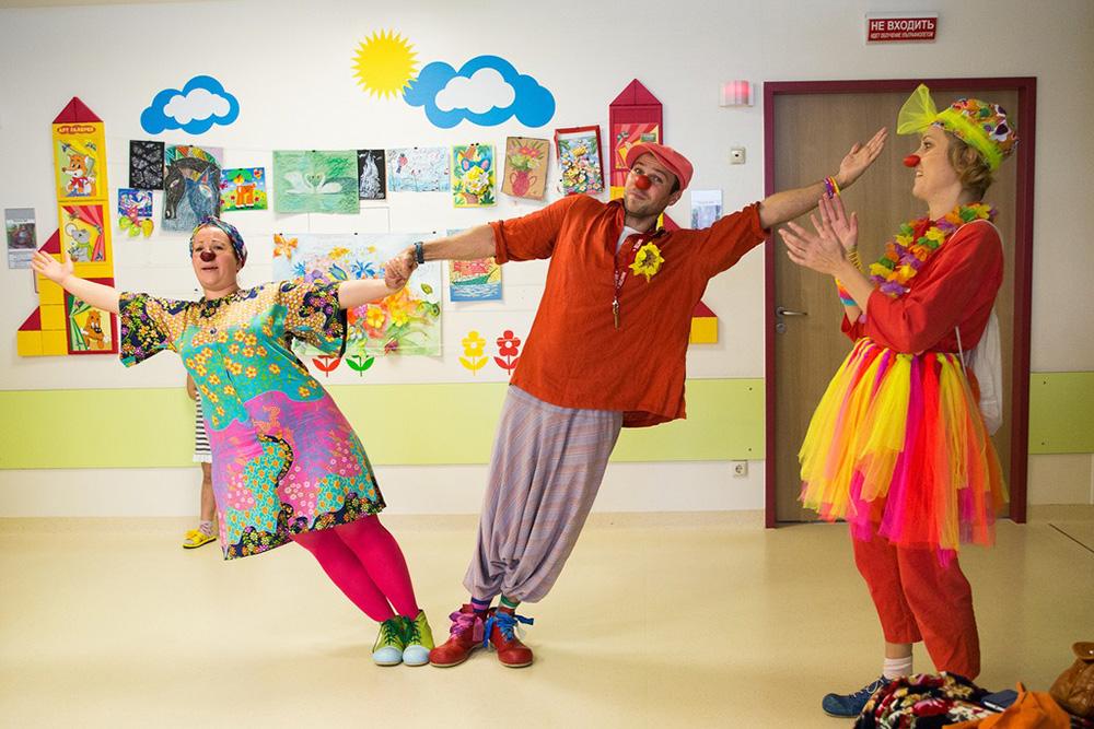 Фонд «Второе дыхание» 16и17октября проводит распродажу одежды иигрушек впользу «Больничных клоунов»